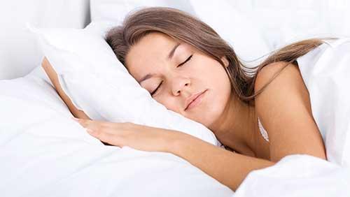 Sådan påvirker søvnen dit parforhold